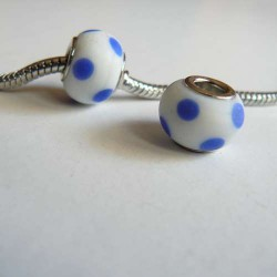 Perle de verre opaque blanche à pois bleus arabesque style Pandora - à l'unité