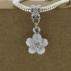 Métal pendentif Fleur émail blanc style Pandora - à l'unité