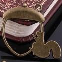 Pendentif contour Ecureuil et sa noisette 32 x 36 mm, bronze antique