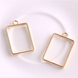 Pendentif contour Rectangle 21 x 34 mm, doré