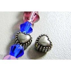 Perle de métal petit coeur décorée