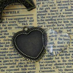 Pendentif Coeur, bronze antique avec cabochon