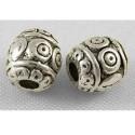 Perle de métal ovale décorée