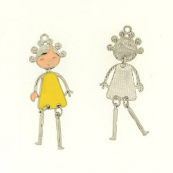 Pendentif breloque Jeune Fille en robe jaune, argenté