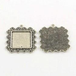 Pendentif carré décoré plateau 25 x 25 mm, argenté